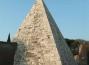Roma, la piramide Cestia